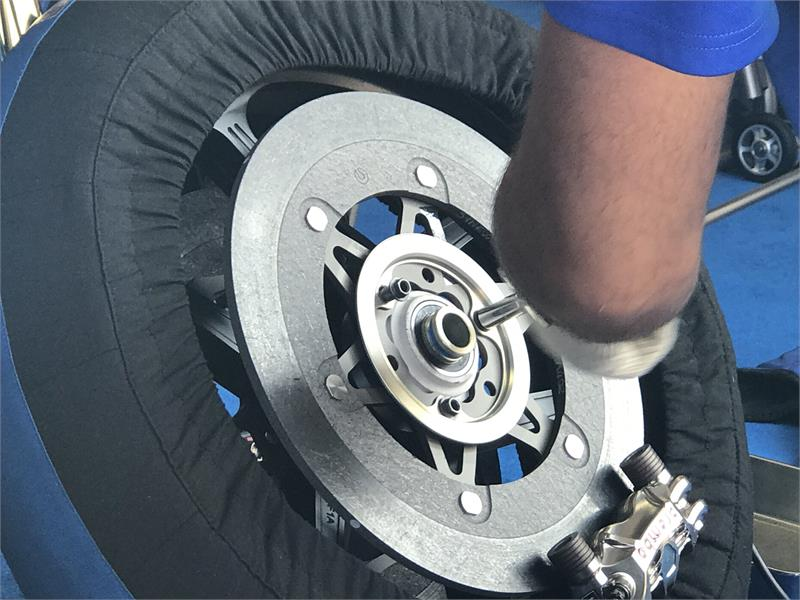 Sepang Testing Feature-TYRE CHANGE