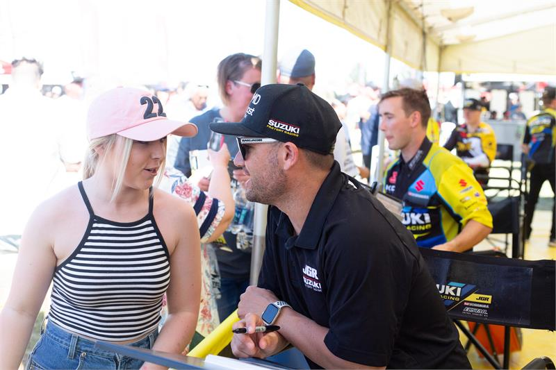 ASX-17-Chad Reed Autographing-1