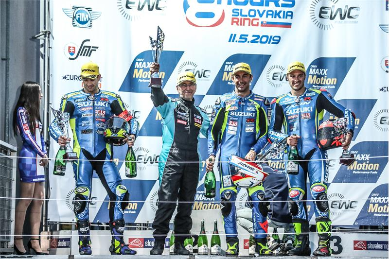 EWC-3-Etienne Masson-Team-Podium